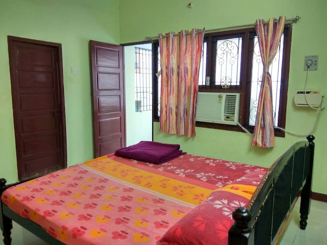STAY NEAR PONDY BAZAAR  IN T. NAGAR CHENNAI Room 1