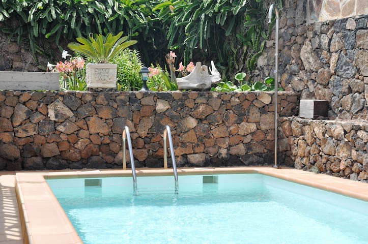 Your perfect holiday home! private heated pool!