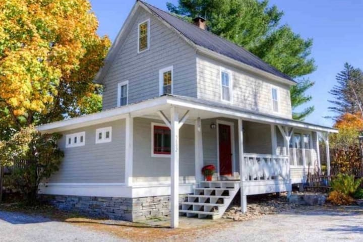 Wild Blossom Farmhouse -- a lovely Vermont getaway