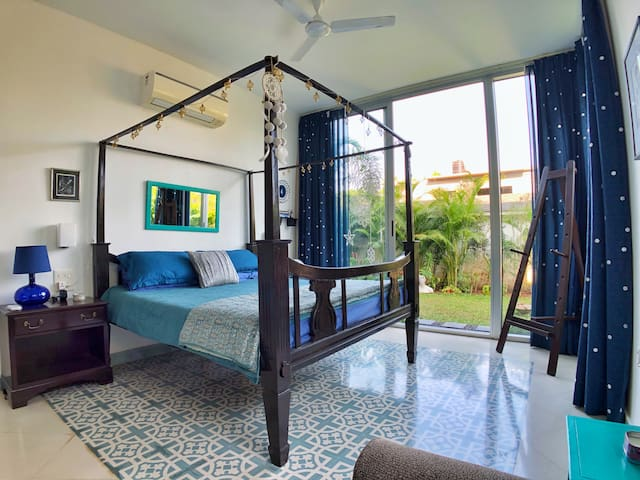 'Starry Night' - The regal master-bedroom with access to the private-garden.