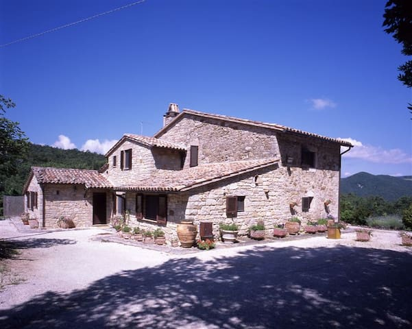 Old Umbrian Farmhouse with spectacular views