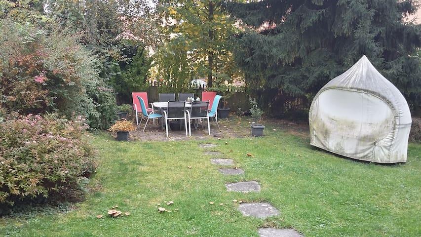 Tierfreundliche Unterkunft mit Garten, Nähe Zürich