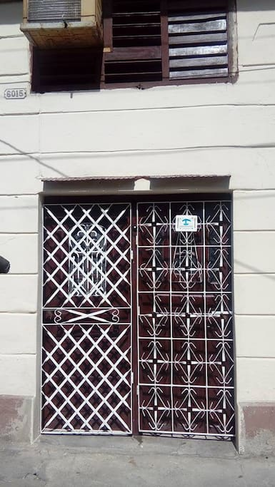 2.entrance door to the apartment