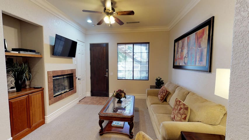 (CLR101) Updated Downstairs One Bedroom Unit Next to Old Town LQ