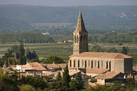 Chambre entre Nîmes et Avignon - près Pont du Gard