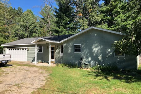 Entire Home -1 mile from Higgins Lake