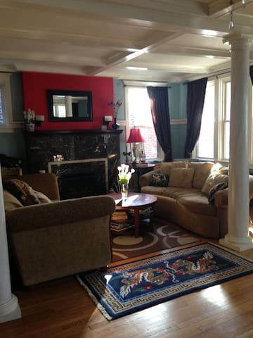 Cozy house in the heart of Squirrel Hill!
