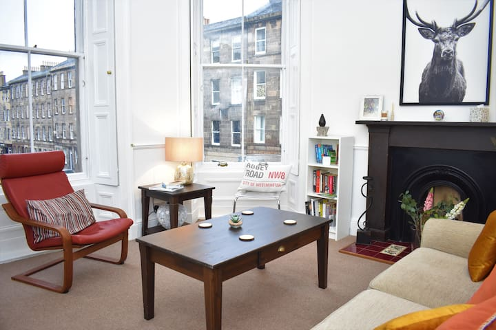 Traditional 2BR tenement flat next to Summerhall