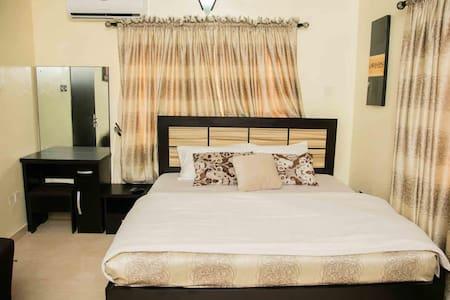 2 & 3 Bedroom for SHORTLET