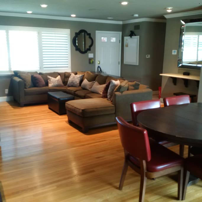Spacious living room/dining