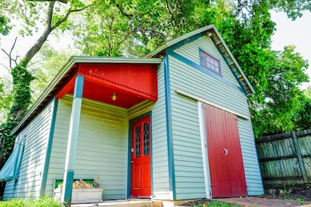 Beautiful Carriage House Near UT & Market Square - 諾克斯維爾(Knoxville)