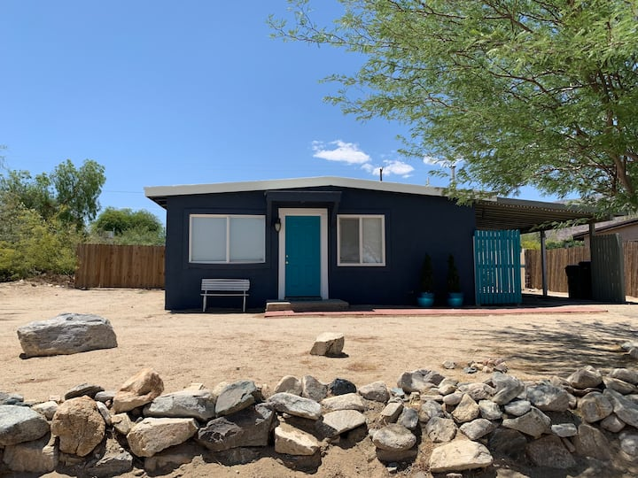 Entire House w POOL closest to Joshua Tree park!