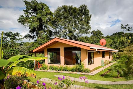 Charming Cottage at Lake Arenal, Awesome Views!! - El Castillo - House