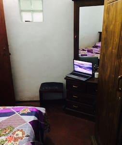 One small family room @ Colombo - Nugegoda - Bed & Breakfast