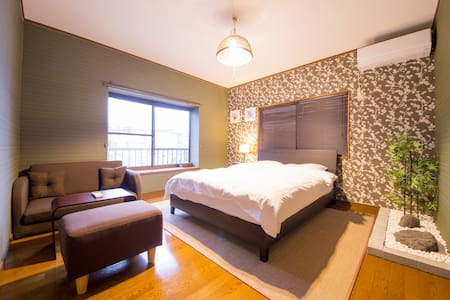 [H1] 7min to Hiroshima sta. by bus! 6BR! Big house