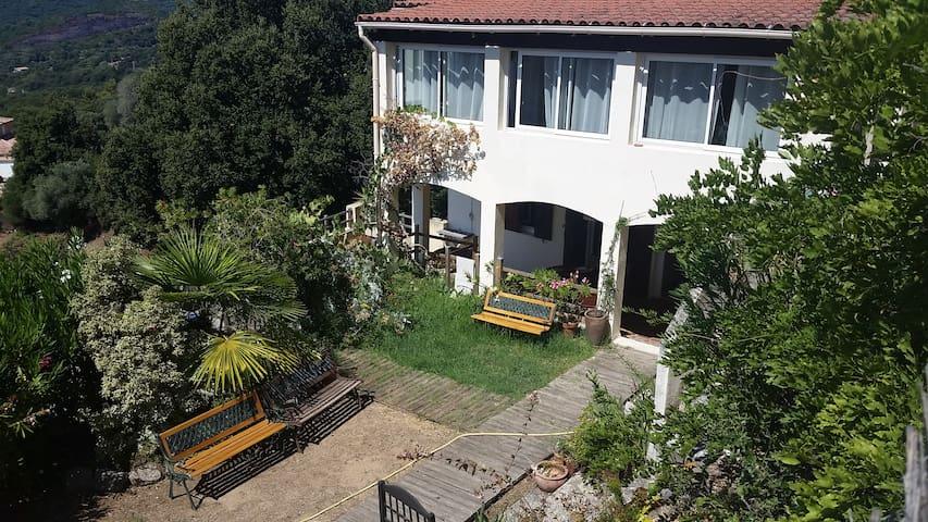 Rez de chaussée de villa au village - ECCICA SUARELLA