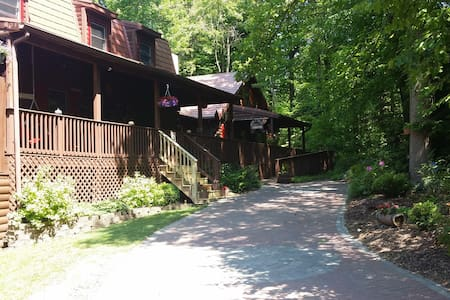 Log cabin in the woods - Morgantown - Bed & Breakfast