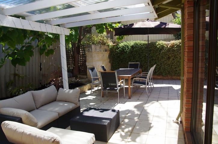 South Scarborough villa - quiet and cozy