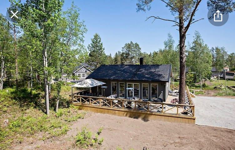 Underbar nyproducerat ljust hus på ön Ljusterö.