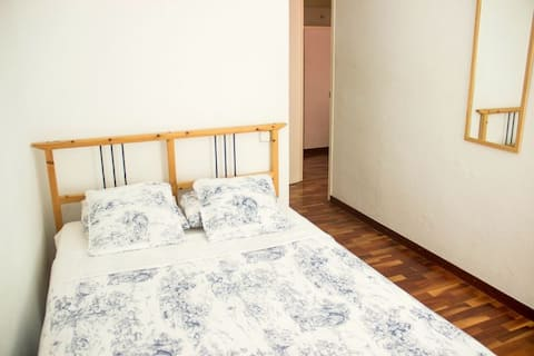 Habitación doble con baño privado en Gracia