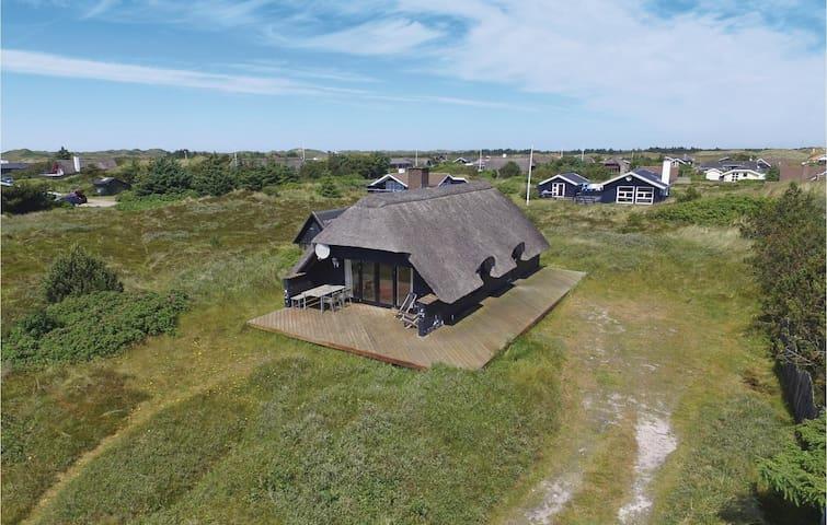 Holiday cottage with 3 bedrooms on 72m² in Hvide Sande
