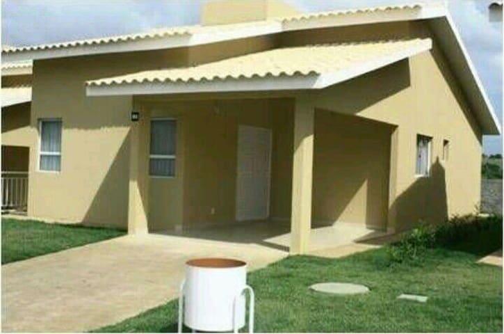 Bangalô Aconchegante com 2 Quartos - Caldas Novas - Huis