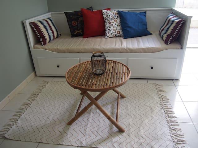 Canapé lit convertible possibilité un couchage (80 x 200 cm) ou deux couchages (2 fois 80 cm x 200 cm)
