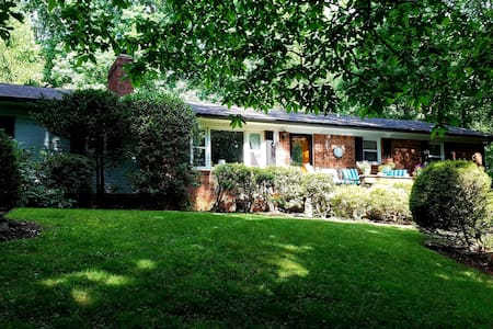 Wooded Oasis minutes from i26 and French Broad!