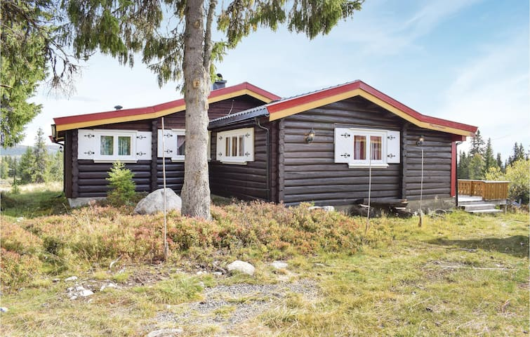 Holiday cottage with 3 bedrooms on 85m² in Sjusjøen