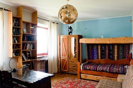 Комната около аэропорта 8 км в Усадьбе ( коттедж)