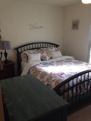 Cozy & Convenient Condo! - Fayetteville - Apartment