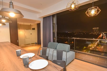 ✨Cube 8teens Premium Suite✨by NestHome【Night View】