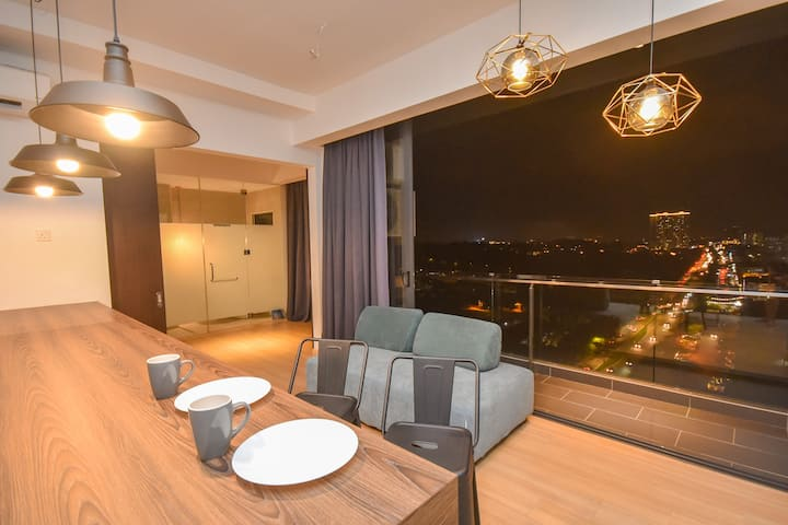 Cube 8teens Premium Suite by Nest Home【Night View】