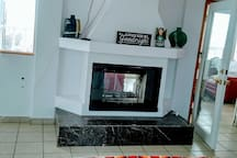 Dual room fireplace