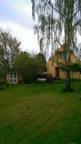 Velholdt by-hus, 5 min. fra station - Græsted - Dům