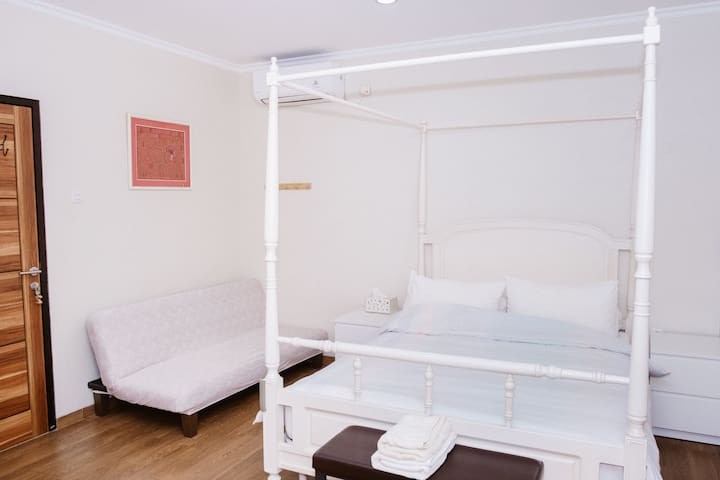 Spacious Private Ensuite Room for 3 people