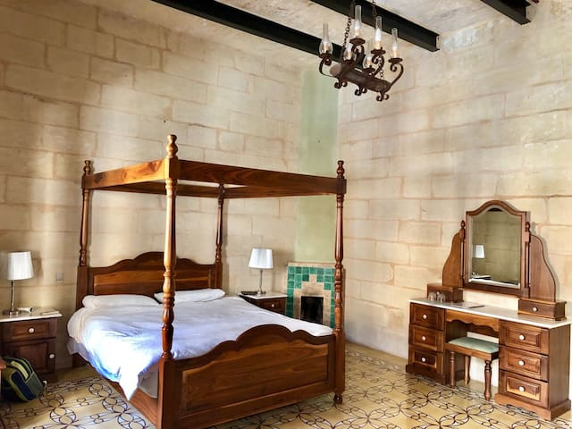 Charmigt rum i Maltesiskt townhouse med frukost