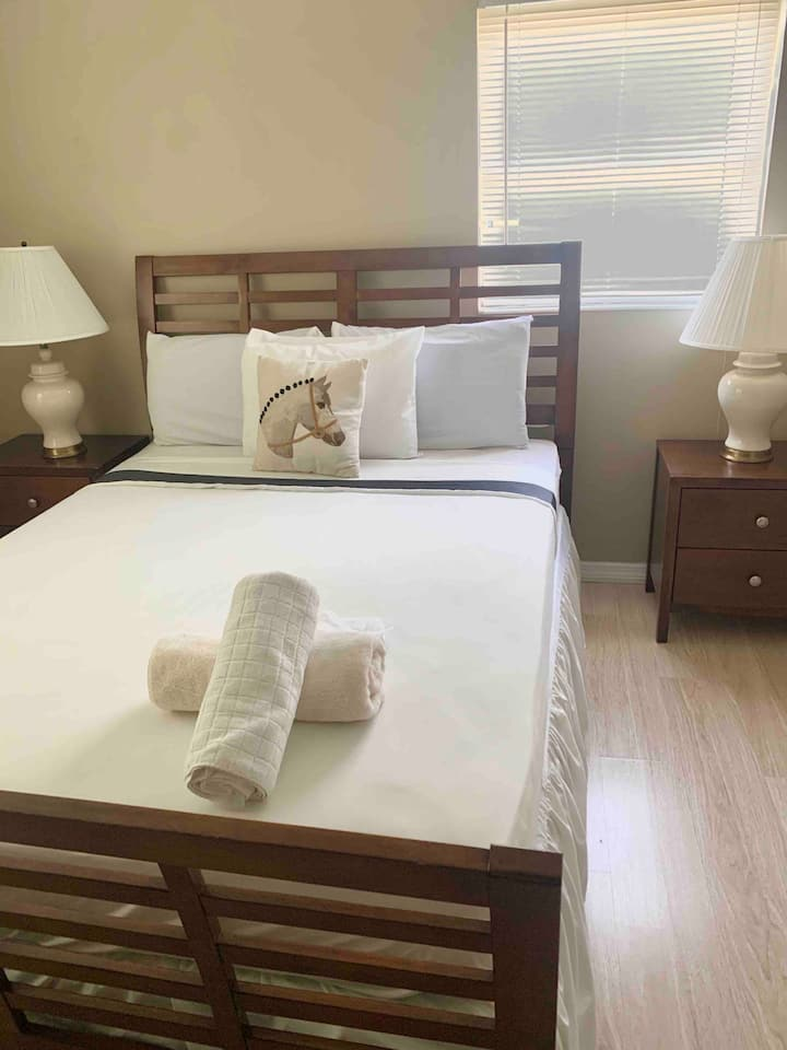 Room near downtown Orlando and attractions unit C