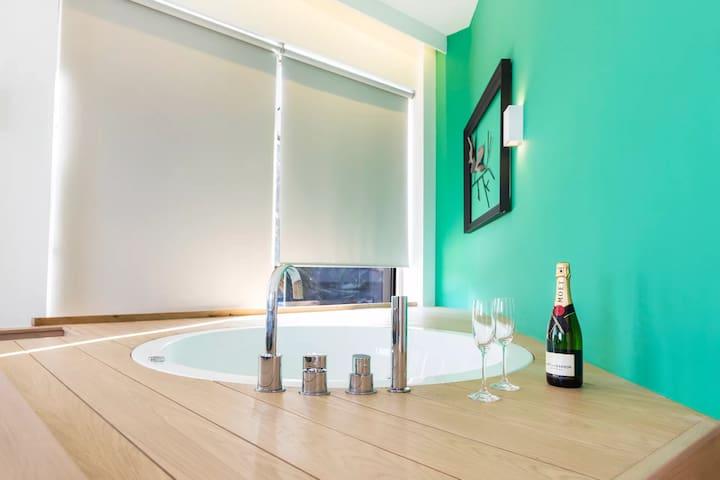 Suite With Tub & Sea View| Kalamaki Luxury Suites