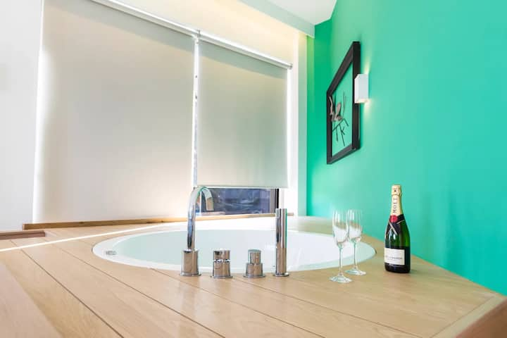 Suite With Tub & Sea View| Kalamaki Luxury Suites