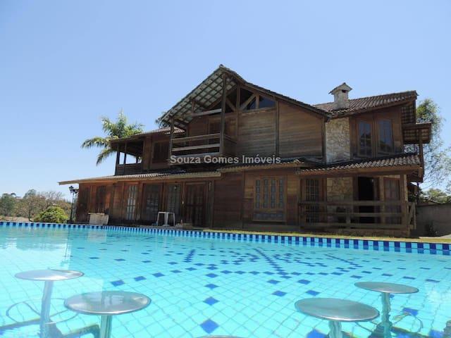 Guest House Margaridas, 7km do centro Juiz de Fora