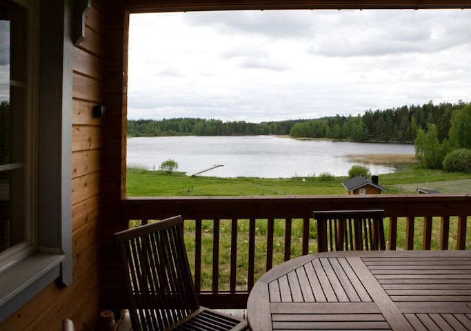 Lakeside view and peace in lovely cottage 109m2 - Talviainen - Almhütte
