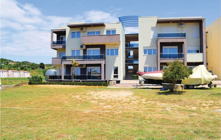 Holiday apartment with 2 bedrooms on 72m² in Durres