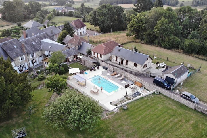 Fantastic property with large swimming pool and garden in the heart of France!