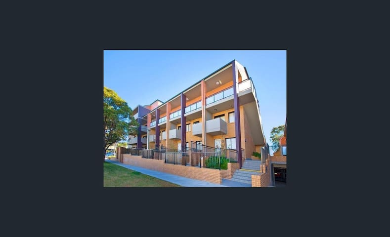 Hillcrest Apartments - Homebush