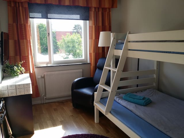 Room for 2 pers(3 pers) 20 min from Centralstation - Stockholm - Apartment