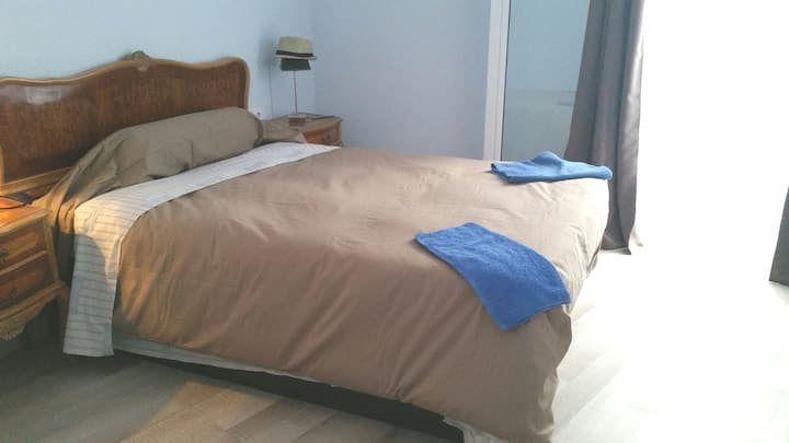 Private Large Single Room Gay Straight