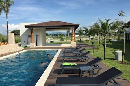 Hermosa Casa de Playa en Punta Caelo - 连栋住宅