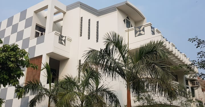 Corner Bungalow , Prime Location Greater Noida