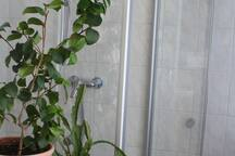 Eingang zur begehbaren Dusche